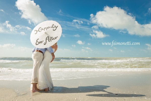 wedding couple enjoy a kiss on Sanibel Island