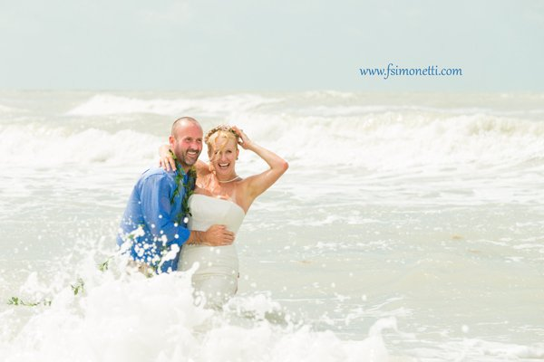 couple have fun after their vow renewal ceremony on Sanibel Isl<script type=