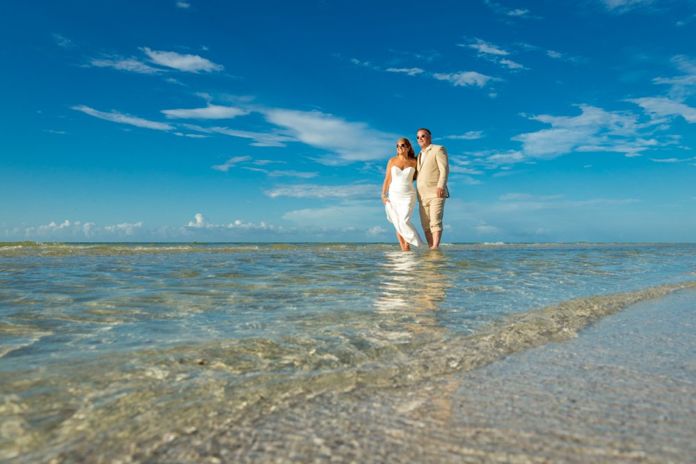 couple elope on Sanibel Island