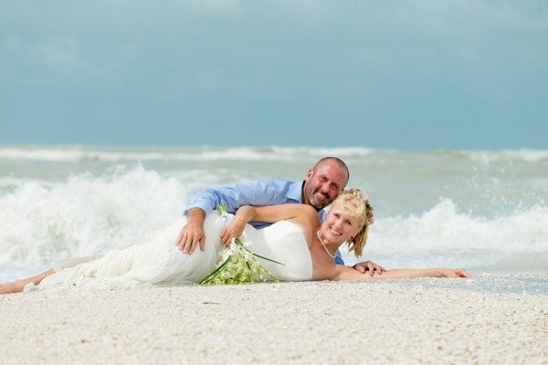 romantic photo of husband and wife on Sanibel Island