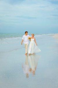 wedding couple on Sanibel beach